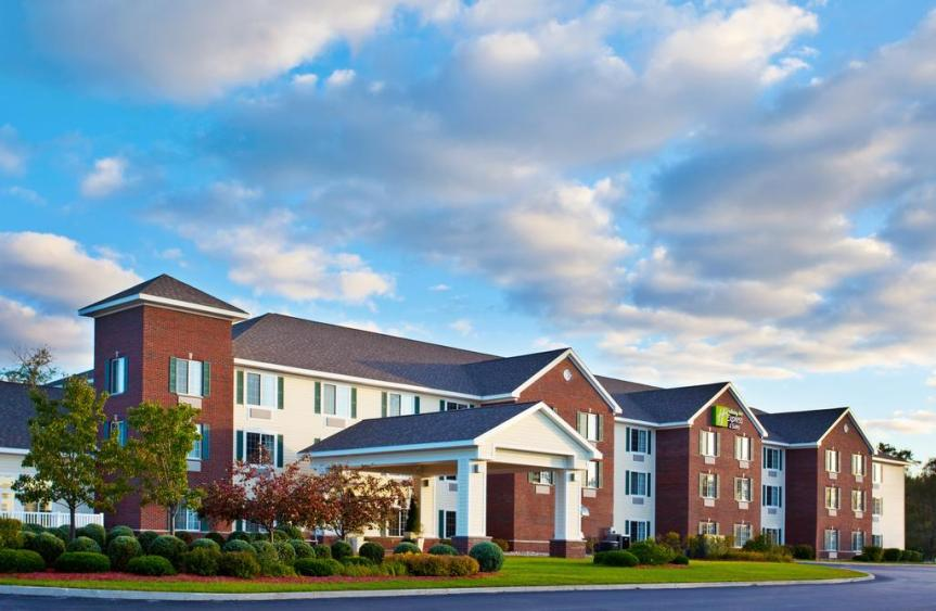 Hotel Review – Holiday Inn Express & Suites – AcmeMichigan